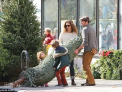 Keri Russell's Perfect Holiday Shopping with Boyfriend Matthew Rhys and Kids